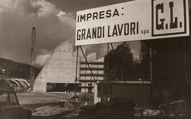 Cantiere della Grandi Lavori all'epoca della costruzione della chiesa di Riola, su progetto di Alvar Aalto