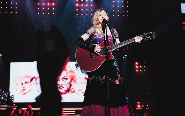 Madonna live durante il Rebel Heart Tour. Photo by JD Urban from Brooklyn, NY - fonte Wikipedia