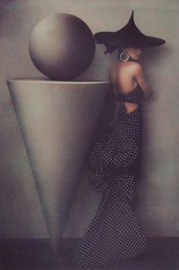 Sheila Metzner, Uma in Dress by Patou, 1986 © Sheila Metzner The J. Paul Getty Museum, Los Angeles. Purchased with funds  provided by the Photographs Council