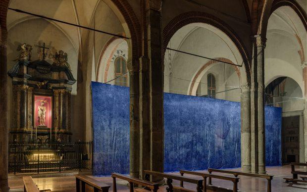 05_Installation view at Basilica di Sant'Eustorgio_Jan Fabre, I Castelli nell'Ora Blu 2018 - 22.12.2018_3_Ph Attilio Maranzano_Curtesy Building