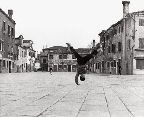 Piergiorgio Branzi, Piazza Grande a Burano, Venezia, 1957 © Piergiorgio Branzi