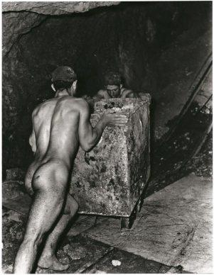 Fulvio Roiter, Miniera di zolfo, Sicilia 1953 © Fondazione Fulvio Roiter