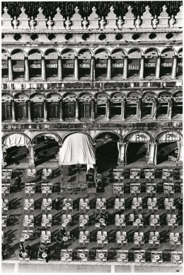Fulvio Roiter, Piazza San Marco 1983 © Fondazione Fulvio Roiter