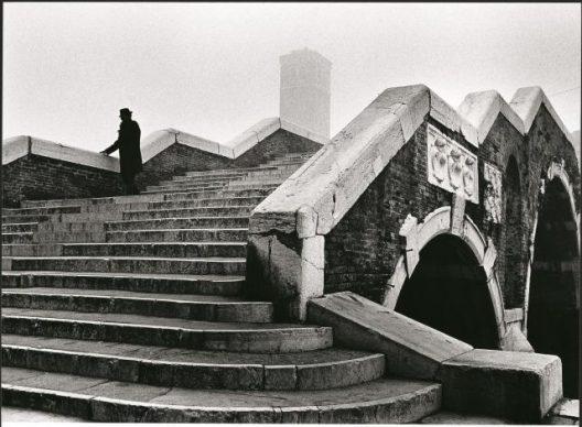 Fulvio Roiter, Ponte dei Tre Archi, 1979 © Fondazione Fulvio Roiter