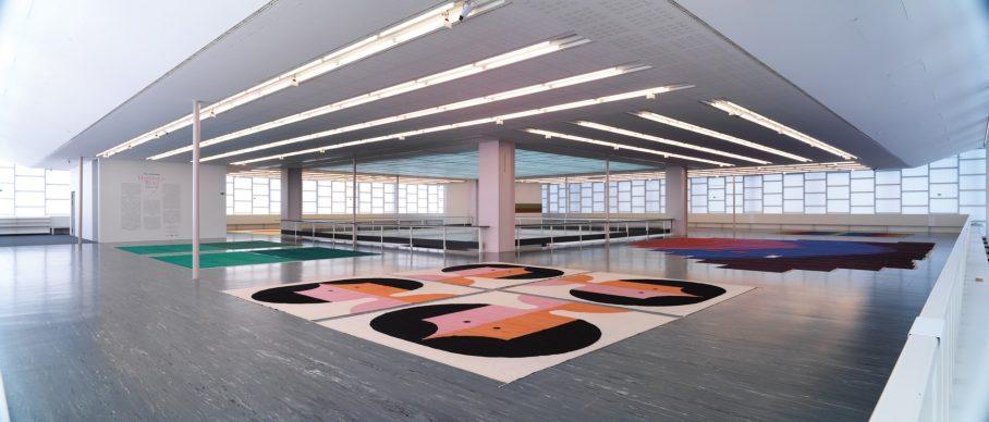 Installation View: Polly Apfelbaum. Happiness Runs © Belvedere, Vienna, 2018 / Photo: Sandro Zanzinger. Front: Polly Apfelbaum, The Potential of Women, 2017; Courtesy die Künstlerin & Alexander Gray Associates, New York