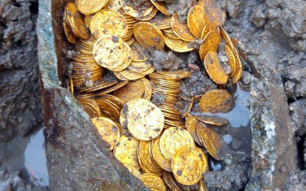 scoperta archeologica como tesoro monete romane