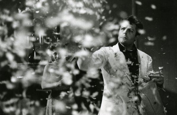 Marcello Mastroianni nel film 'La dolce vita', del 1960, diretto da Federico Fellini. Photo: Reporters Associati & Archivi, Cineteca di Bologna