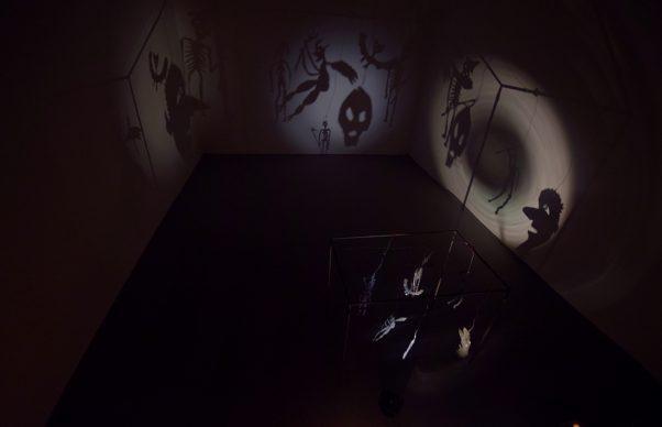 Christian Boltanski, Le Théâtre d'Ombres, 1985 -1990. Dimensioni variabili. Courtesy: l'artista