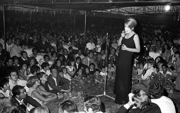 Fregene, un concerto di Mina, 22 agosto, 1968. Marcello Geppetti Media Company