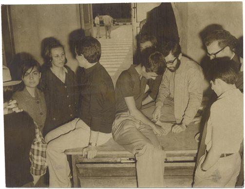 Torino, studenti all'interno della Facoltà di Fisica occupata, 1968. Ghidoni/ Archivio Storico della Città di Torino