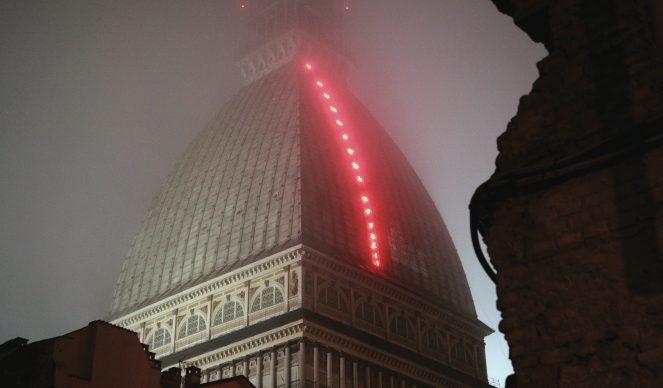 Torino, Luci d'Artista. Nella foto: Mario Merz, Il volo dei numeri © www.comune.torino.it, foto di Max Chicco