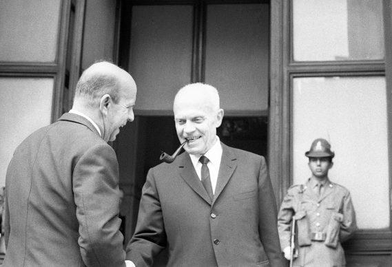 Roma, Sandro Pertini davanti alla Camera dei Deputati il giorno della sua elezione a presidente, 5 giugno, 1968. Carlo Riccardi/Archivio Riccardi