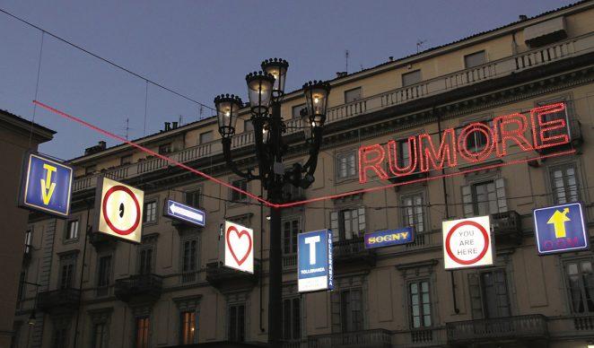 Torino, Luci d'Artista. Domenico Luca Pannoli, L'amore non fa rumore © www.comune.torino.it - foto Redazione Web