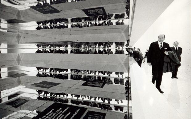 1967. Padiglione Montecatini Edison alla Fiera Campionaria di Milano. Progetto Achille e Pier Giacomo Castiglioni, grafica Max Huber