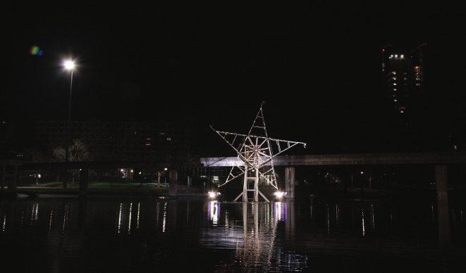 Torino, Luci d'Artista. Gilberto Zorio, Luce Fontana Ruota – foto di Max Chicco