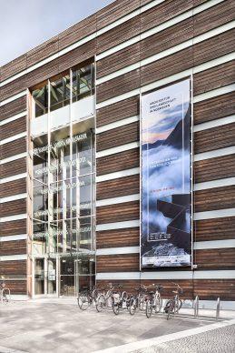 Entrance of the Felleshus, Nordic Embassies Berlin with large exhibition banner. Photo credit: © Ken Schluchtmann -  diephotodesigner.de