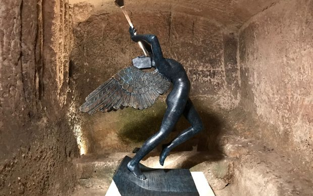 Salvador Dalí – La Persistenza degli Opposti, exhibition view, complesso rupestre di Madonna delle Virtù e San Nicola dei Greci, Matera, dal 2 dicembre 2018