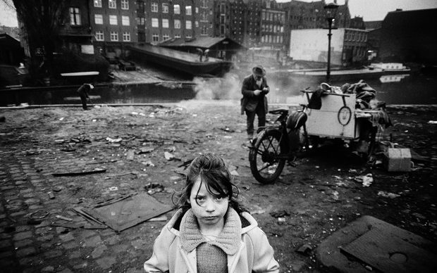 Koen Wessing Amsterdam , 1966 © Koen Wessing / Nederlands Fotomuseum, Rotterdam, Pays-Bas