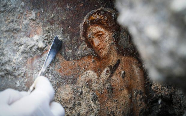 Nuove scoperte a Pompei: affresco di Leda e il cigno. Photo by Cesare Abbate