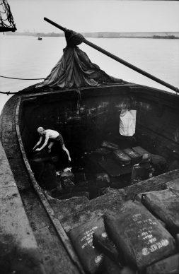 Lisetta Carmi, Genova - Porto, 1964, ©Lisetta Carmi, courtesy Martini & Ronchetti