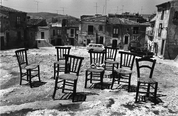Lisetta Carmi, Sicilia, Piazza Armerina, 1976.@Lisetta Carmi, courtesy Martini & Ronchetti
