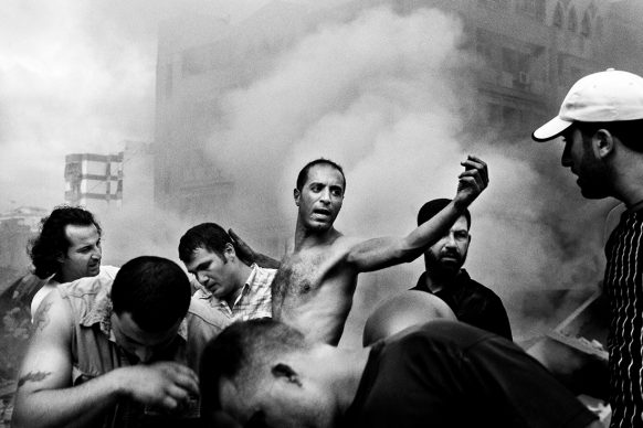 Paolo Pellegrin, Moments after an Israeli air strike destroyed several buildings in Dahia. Beirut. August 2006 © PAOLO PELLEGRIN/MAGNUM PHOTOS