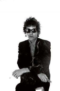 Dylan / Schatzberg, Skira editore © 2018 Jerry Schatzberg - Dylan suona l'armonica, 1965
