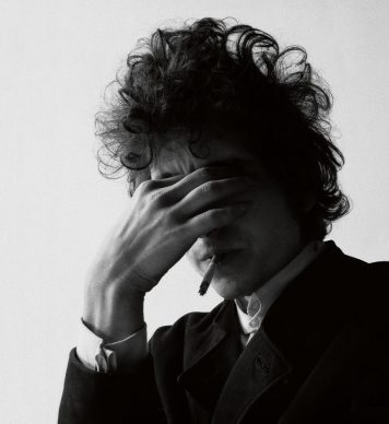 Dylan / Schatzberg, Skira editore © 2018 Jerry Schatzberg - Bobby Neuwirth gioca a fotografare Dylan, 1965