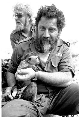 Due membri delle ultime unità dell'esercito israeliano poco prima di ritirarsi dalla testa di ponte in Egitto, creata da Israele sul lato occidentale del Canale di Suez, dopo gli accordi di pace seguiti alla guerra dello Yom Kippur, Deversoir, Egitto, 21 febbraio 1974  © courtesy UN Photo/Yutaka Nagata