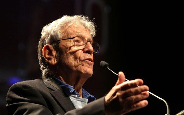 Lo scrittore israeliano al Teatro Santander di San Paolo, Brasile, nel giugno 2017. Photo Credits: Fronteiras do Pensamento / Greg Salibian, fonte Wikipedia