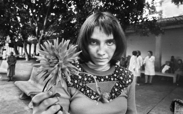 Letizia Battaglia, Via Pindemonte, Ospedale Psichiatrico -Palermo - 1983. Courtesy l'artista-