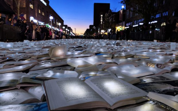 Luzinterruptus, Literature vs Traffic, Ann Arbor, Stati Uniti, ottobre 2018 2