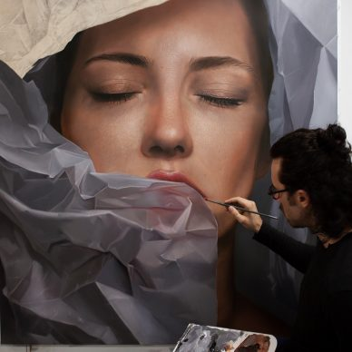 Mike Dargas in his studio - Mostra Beyond Reality, 13-28 dicembre 2018, Opera Gallery, Londra