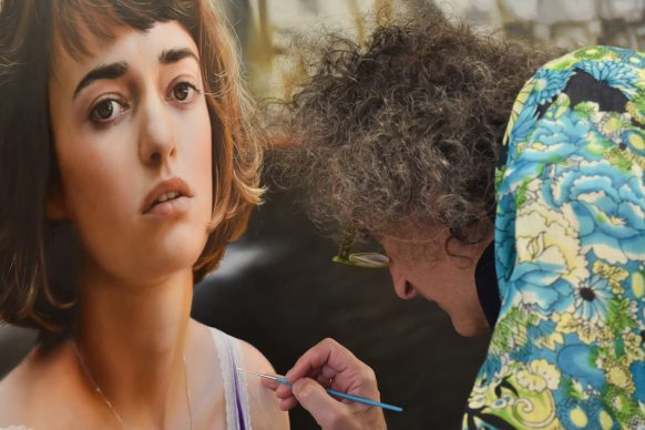 Yigal Ozeri in his studio - Mostra Beyond Reality, 13-28 dicembre 2018, Opera Gallery, Londra