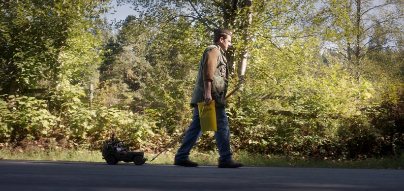 Steve Carell in una scena di Welcome to Marwen, regia di Robert Zemeckis, 2018