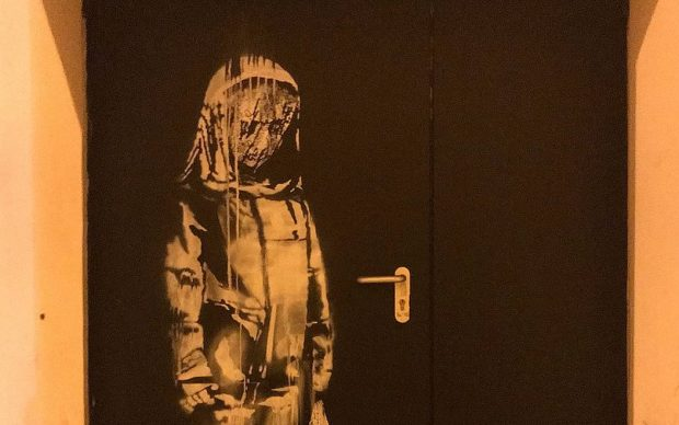 Banksy street art Bataclan Parigi furto