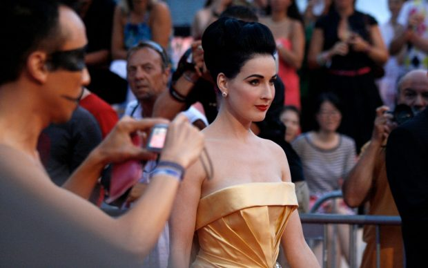 Dita von Teese sul red carpet del Life Ball, 2010. Photo by Manfred Werner - Tsui, fonte Wikipedia