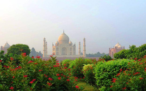 Vista del Taj Mahal dal Giardino Moghul Mehtab Bagh, Agra, photo by g.kaustav fonte Wikipedia