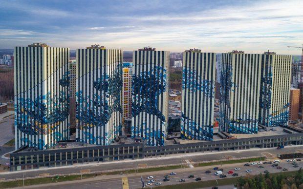 La grande onda Hokusai facciata Etalon Mosca Russia arte urbana