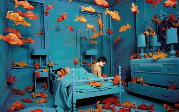 Sandy Skoglund: Revenge of the goldfish, 1981 color photograph approx. image size cm 68.75 x 87.5 ca. Courtesy: Paci contemporary gallery (Brescia – Porto Cervo, IT)