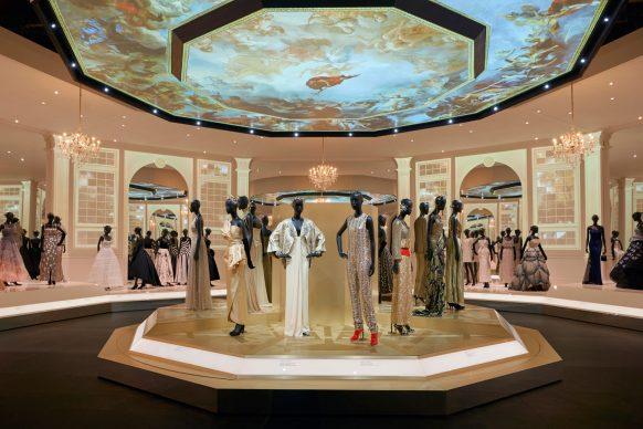 V&A, Christian Dior Designer of Dreams exhibition - Ballroom section (c) ADRIEN DIRAND