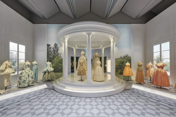V&A, Christian Dior Designer of Dreams exhibition - Historicism section (c) ADRIEN DIRAND