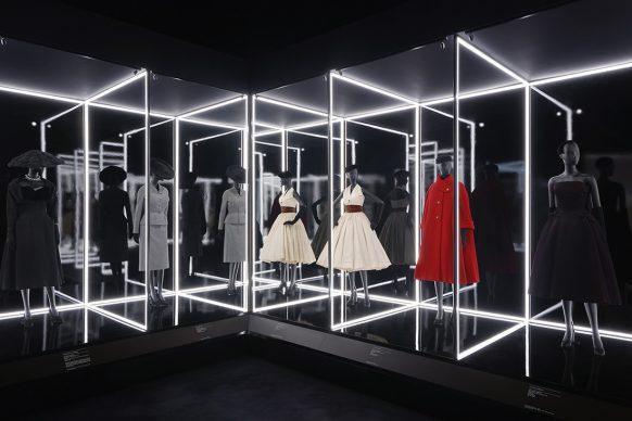 V&A, Christian Dior Designer of Dreams exhibition - The Dior Line section (c) ADRIEN DIRAND