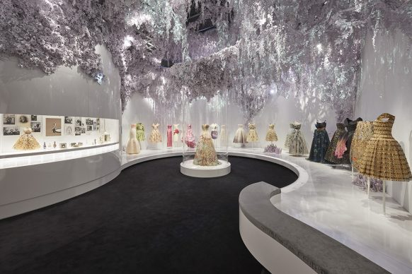 V&A, Christian Dior Designer of Dreams exhibition -The Garden section (c) ADRIEN DIRAND
