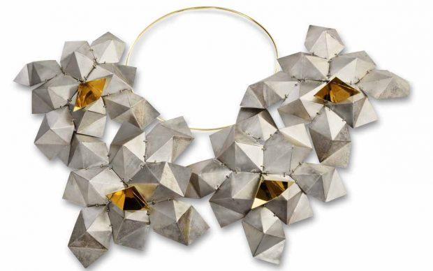 Daniela Banci: Cassiopea, collana, diam. cm 63. Oro, argento
