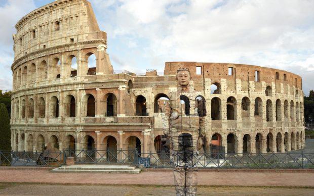 Liu Bolin, Anfiteatro Flavio a Roma, serie Hiding in the City