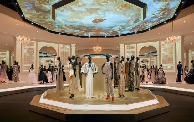 V&A_Christian Dior Designer of Dreams exhibition_Ballroom section (c) ADRIEN DIRAND