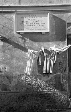 Ando Gilardi, Lapide, Cagliari, 1955 © Ando Gilardi/Fototeca Gilardi