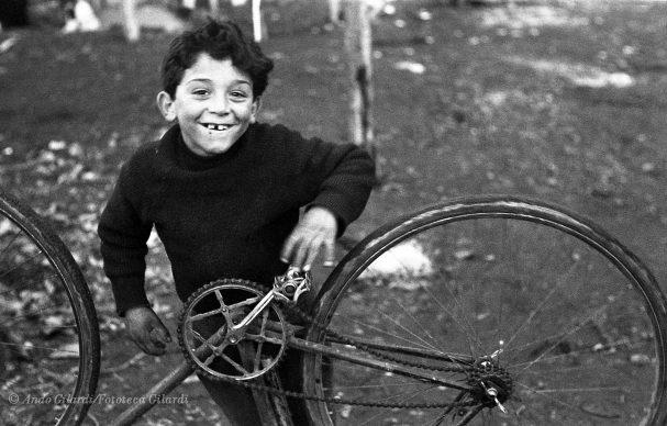 Ando Gilardi, Bambini, Borghetto Nomentano (Roma), circa 1953 © Ando Gilardi/Fototeca Gilardi