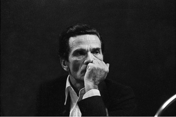 """Letizia Battaglia, Pier Paolo Pasolini al Circolo Turati, durante il dibattito """" Libertà d'espressione tra repressione e pornografia"""", dedicato alle censura e alla vicende processuali del film """"I Racconti di Canterbury"""", 1972, Milano © Letizia Battaglia"""